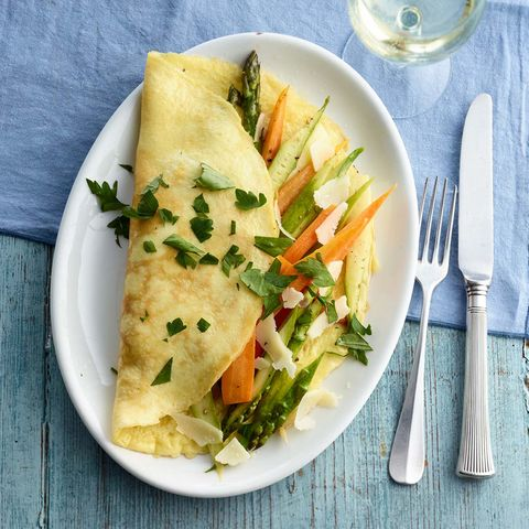 Gemüse-Omelett mit grünem Spargel
