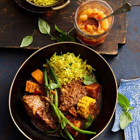 Schweineschulter-Curry mit Birnen-Paprika-Chutney