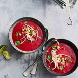 Rote-Bete-Kokos-Suppe mit Sprossen