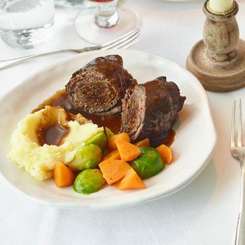"""Roulade """"Salami-Feige"""" mit Stampf und Gemüse"""