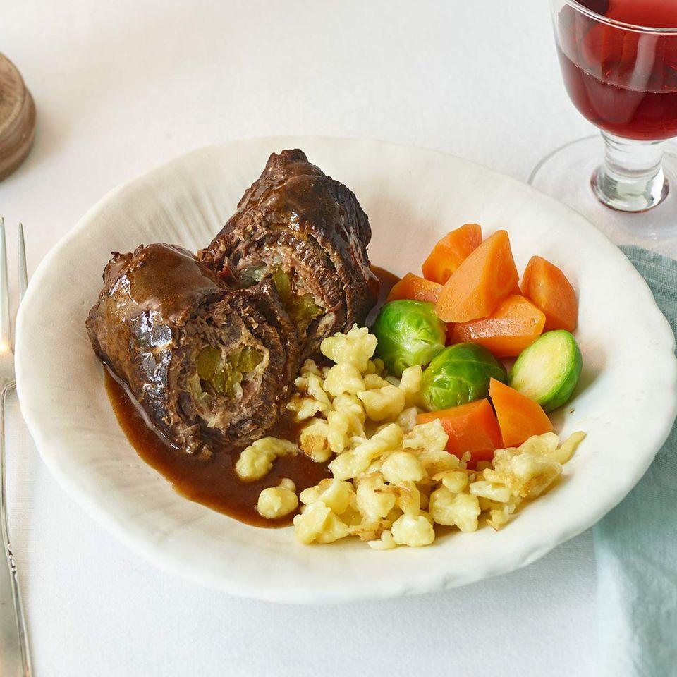 """Roulade """"klassisch"""" mit Spätzle und Gemüse"""