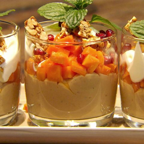 Erdnuss-Karamell-Pudding mit Papaya: Rezept aus der Kochshow essen & trinken Für jeden Tag