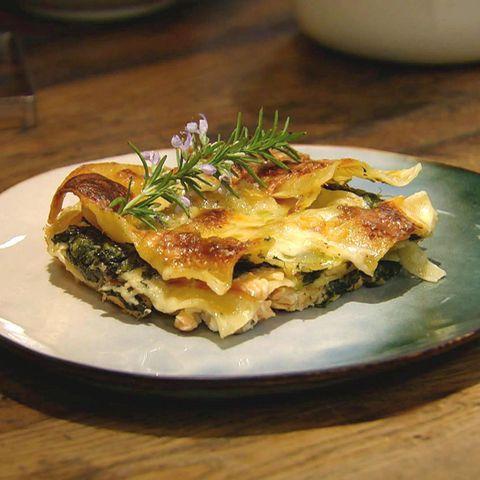 Lachs-Spinat-Lasagne mit Meerrettich-Sauce Rezept aus der Kochshow essen & trinken Für jeden Tag