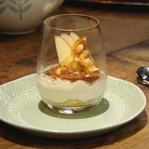 Apfel-Tiramisu mit Mandel-Crunch und Orangenlikör: Rezept aus der Kochshow essen & trinken Für jeden Tag