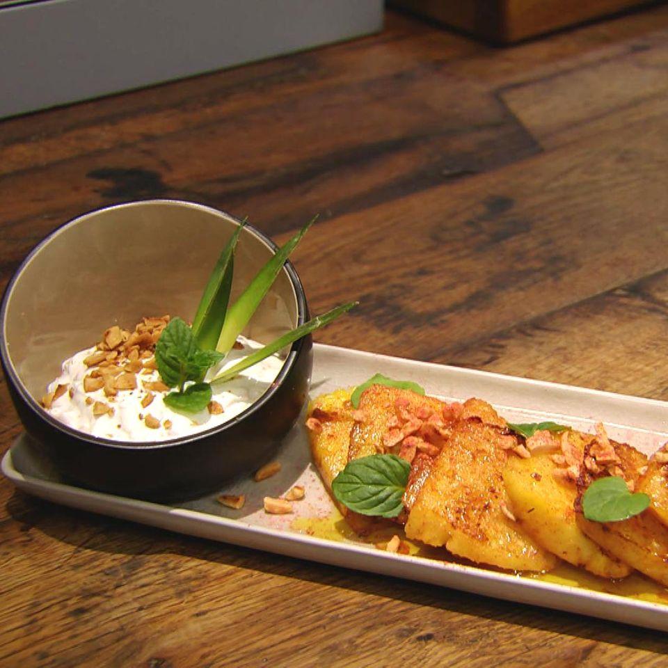 Gebratene Ananas mit Erdnüssen und Chili: Rezept aus der Kochshow essen & trinken Für jeden Tag