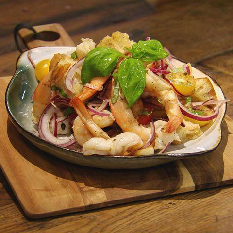 Garnelen-Brot-Salat: Rezept aus der Kochshow essen & trinken Für jeden Tag
