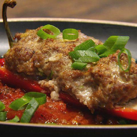 Gefüllte Spitzpaprika mit schwarzen Oliven: Rezept aus der Kochshow essen & trinken Für jeden Tag