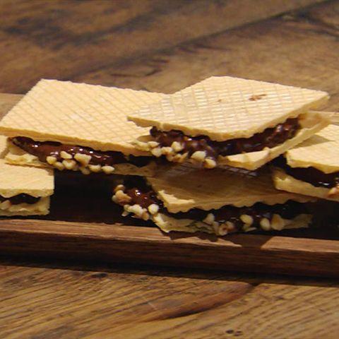Knusprige Haselnuss-Nougat-Waffeln: Rezept aus der Kochshow essen & trinken Für jeden Tag