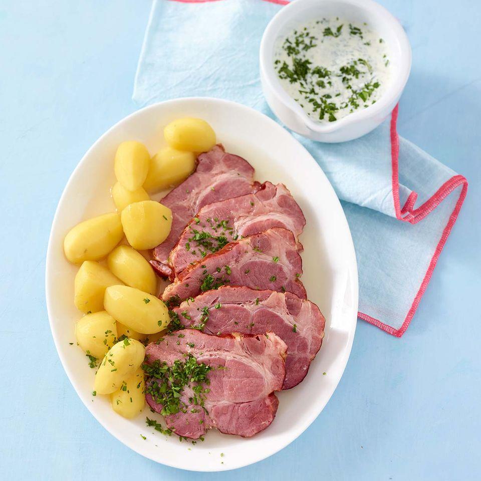 Kasseler mit grüner Sauce und Kartoffeln