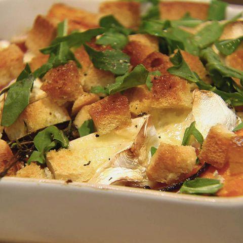 Überbackener Camembert mit Kürbisgemüse: Rezept aus der Kochshow essen & trinken Für jeden Tag
