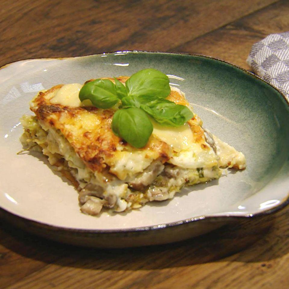 Wirsing-Lasagne mit Pilzen: Rezept aus der Kochshow essen & trinken Für jeden Tag