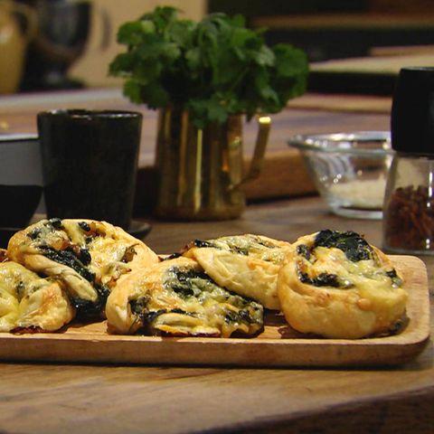 Spinatschnecken mit Blätterteig: Rezept aus der Kochshow essen & trinken Für jeden Tag
