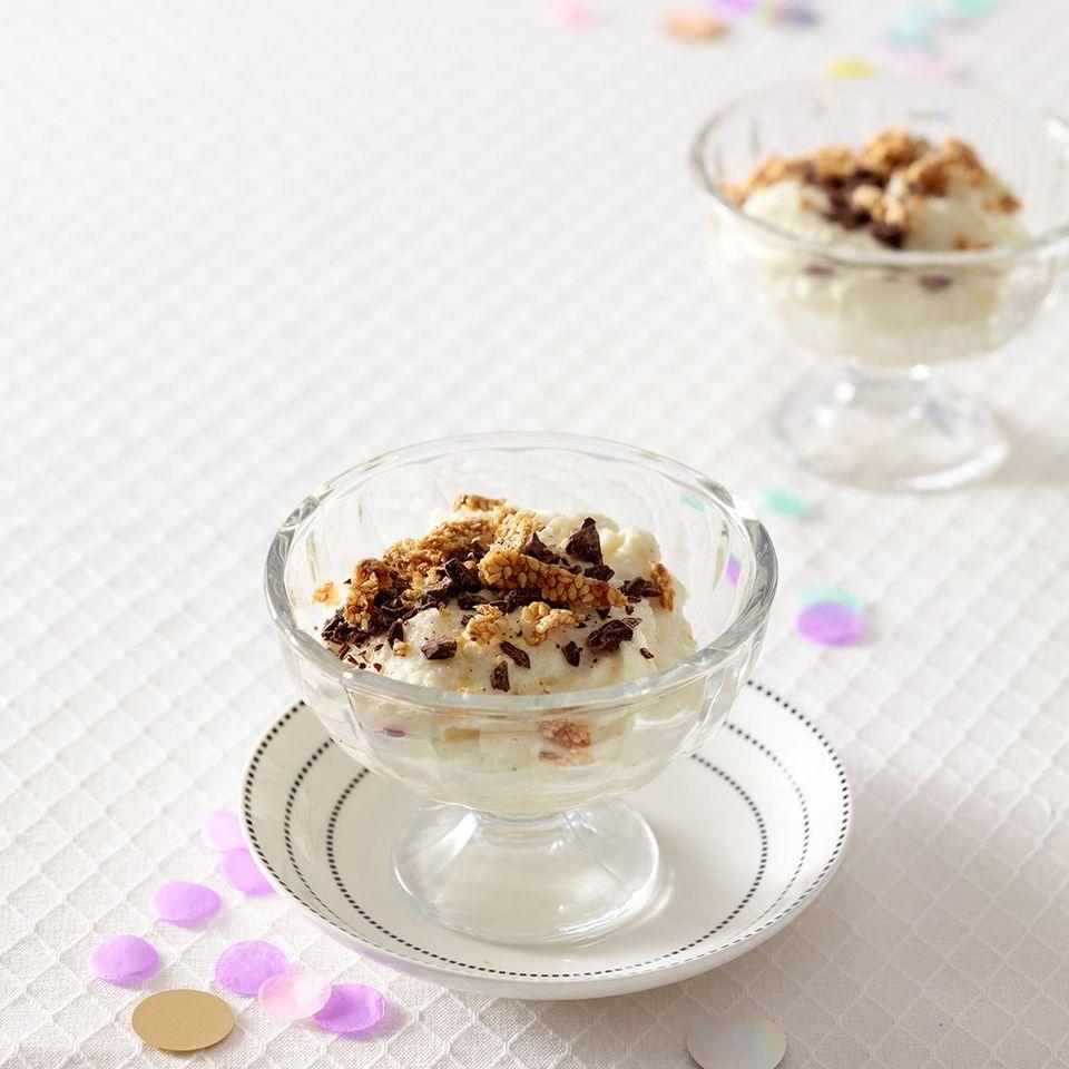 Kokos-Grießbrei mit Sesamkrokant und Zartbitterschokolade