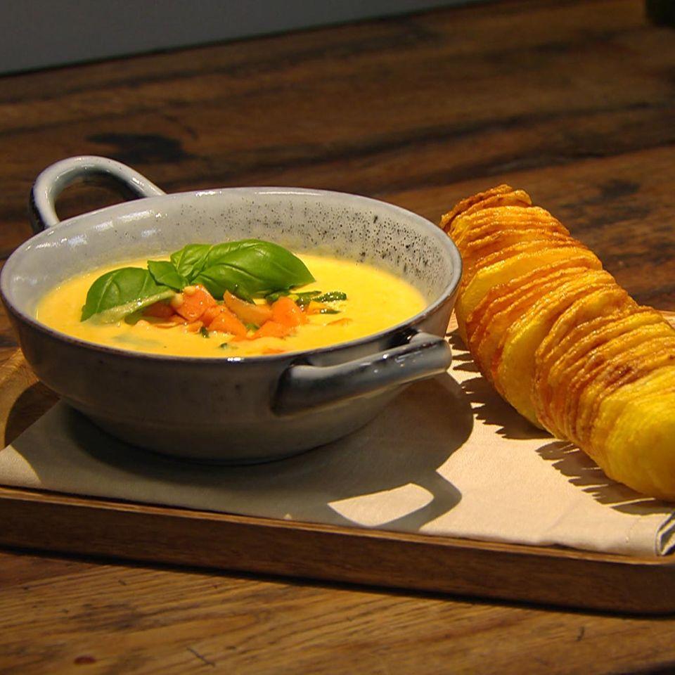 Süßkartoffel-Kokossuppe mit Ingwer: Rezept aus der Kochshow essen & trinken Für jeden Tag