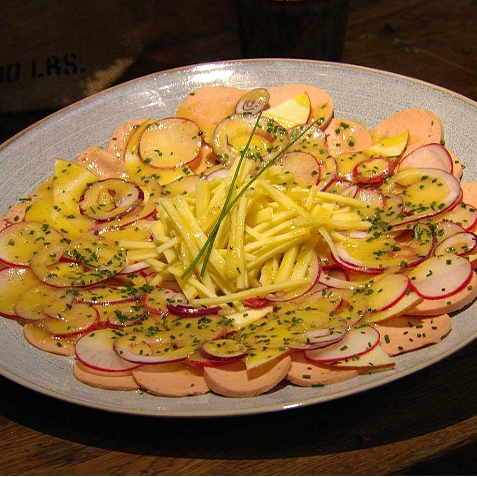 Wurstsalat mit Apfel: Rezept aus der Kochshow essen & trinken Für jeden Tag