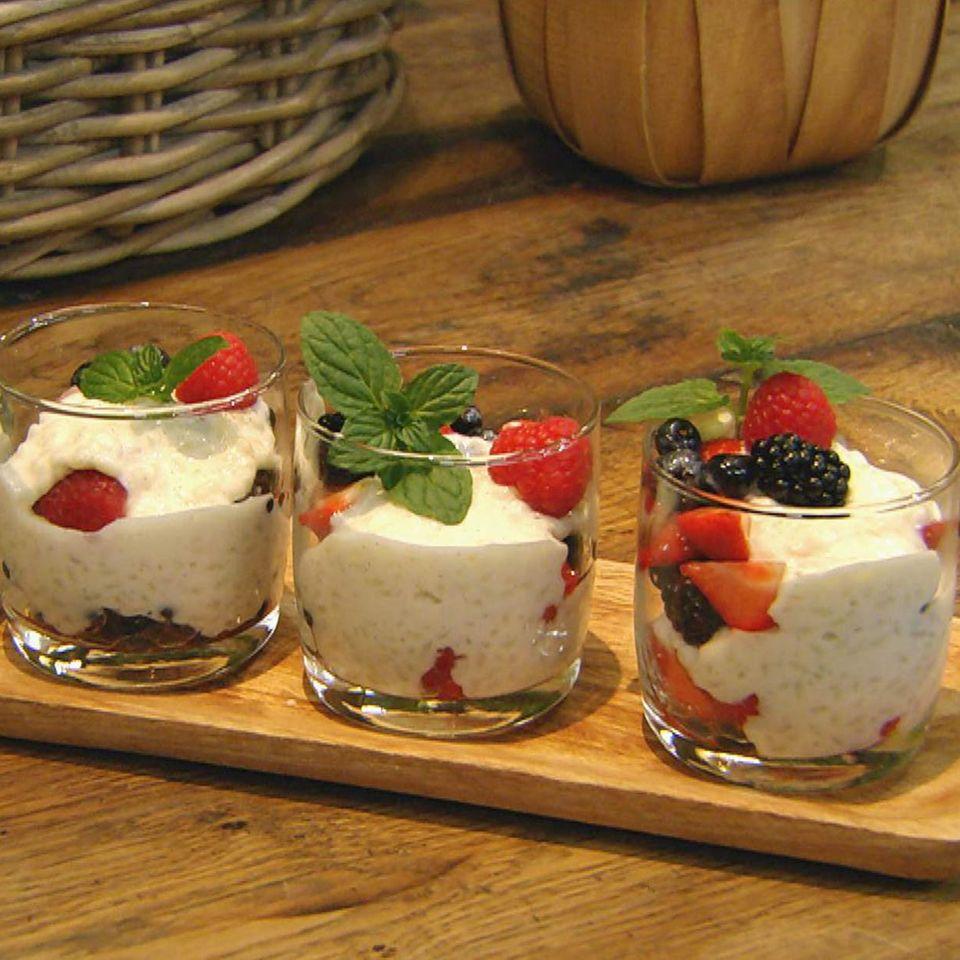 Milchreis mit Beerenkompott: Rezept aus der Kochshow essen & trinken Für jeden Tag