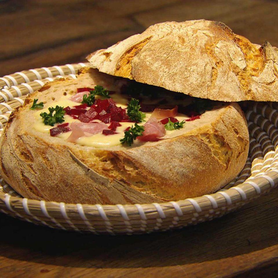 Meerrettichsuppe mit Schinken und Rote Bete: Rezept aus der Kochshow essen & trinken Für jeden Tag