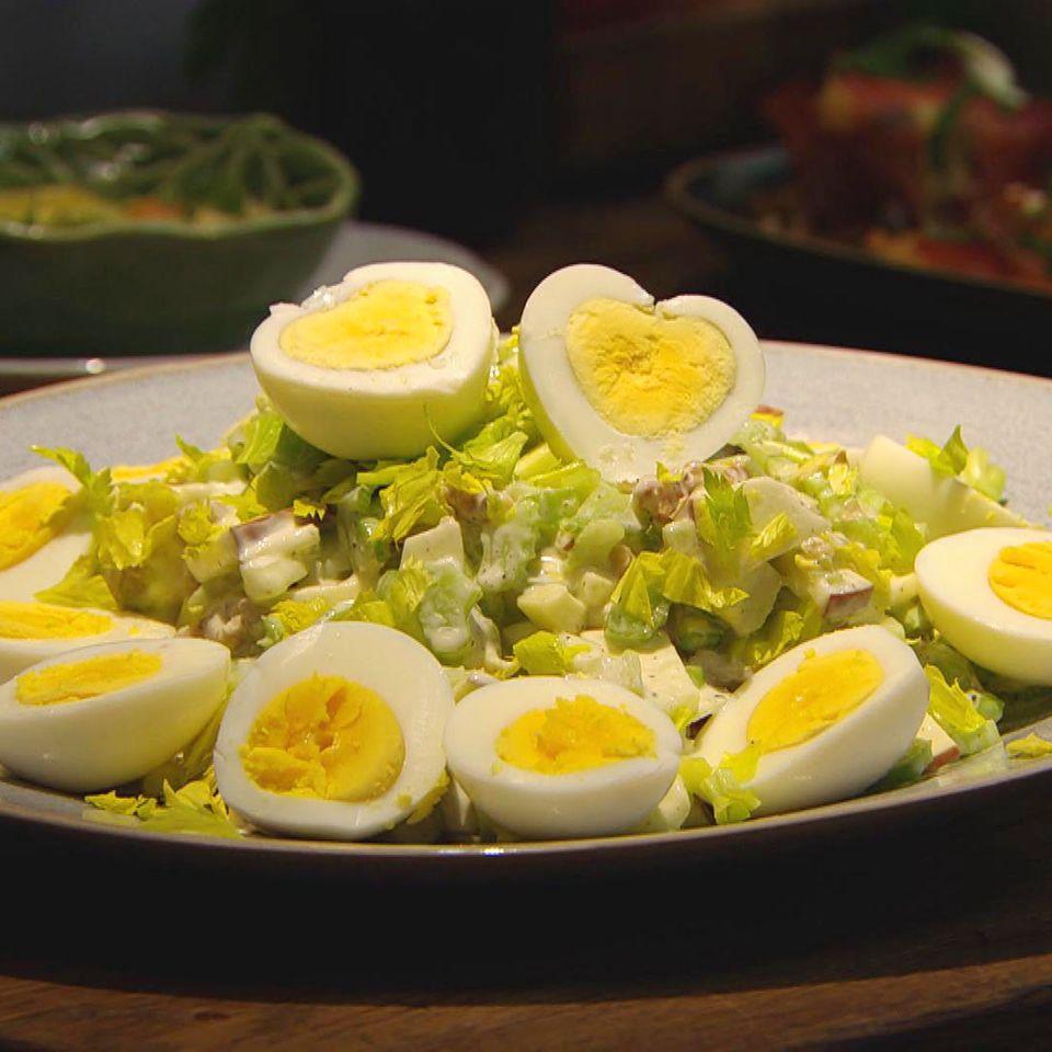Eiersalat nach Waldorf Art: Rezept aus der Kochshow essen & trinken Für jeden Tag
