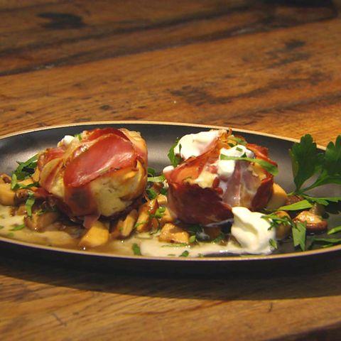 Speck-Muffins mit gemischten Pilzen: Rezept aus der Kochshow essen & trinken Für jeden Tag
