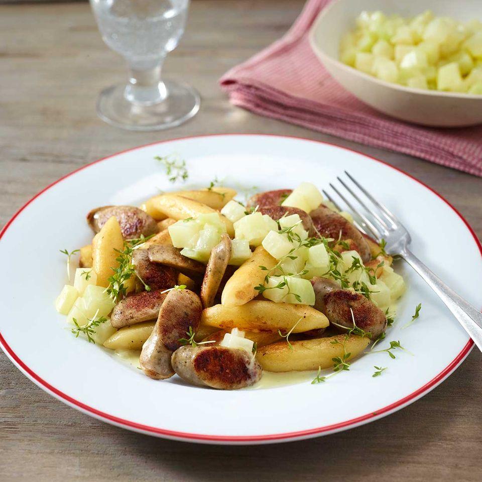 Bratwurst-Schupfnudel-Pfanne mit Kohlrabirahm