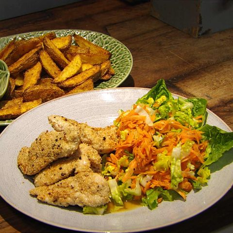 Hähnchenbrust mit Sesam-Pfeffer-Kruste und Backofen-Pommes: Rezept aus der Kochshow essen & trinken Für jeden Tag