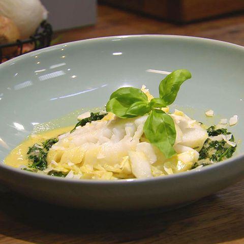 Exotischer Kokos-Curry-Spinat mit Fisch: Rezept aus der Kochshow essen & trinken Für jeden Tag