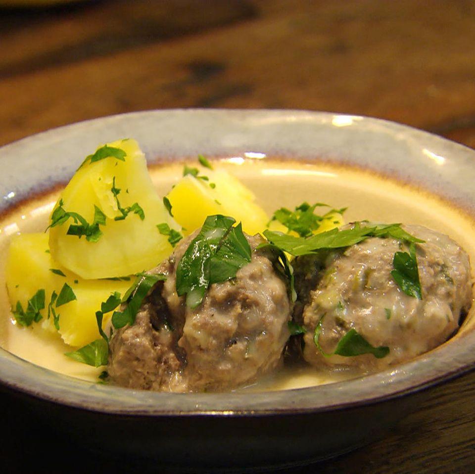Königsberger Klopse mit Petersilien-Kartoffeln: Rezept aus der Kochshow essen & trinken Für jeden Tag