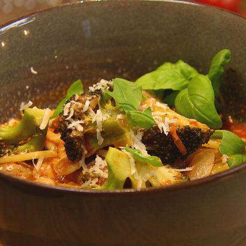 Minestrone mit Fleischbällchen: Rezept aus der Kochshow essen & trinken Für jeden Tag