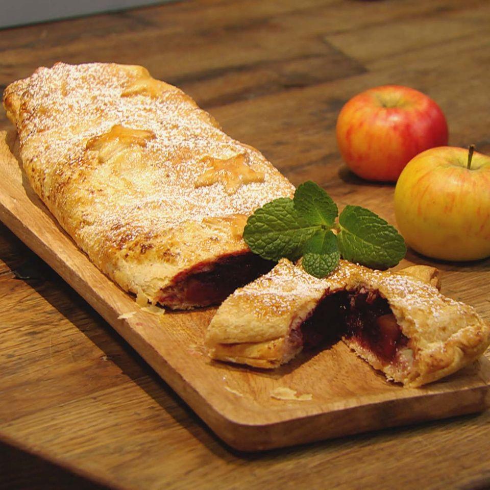 Apfel-Brombeer-Strudel mit Löffelbiskuit: Rezept aus der Kochshow essen & trinken Für jeden Tag