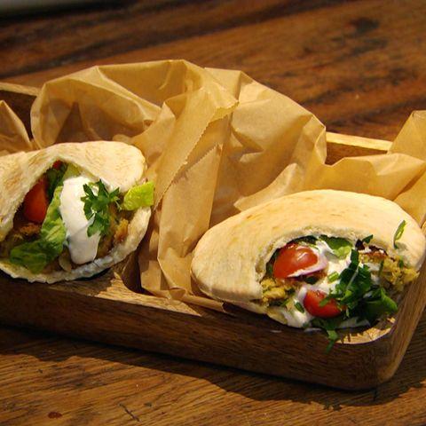 Schnelle Falafel-Pide: Rezept aus der Kochshow essen & trinken Für jeden Tag