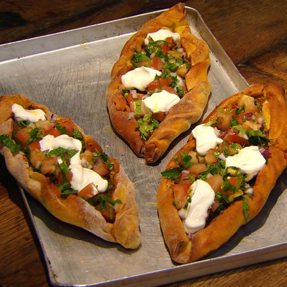 Türkische Pizza mit Rinderhack: Rezept aus der Kochshow essen & trinken Für jeden Tag