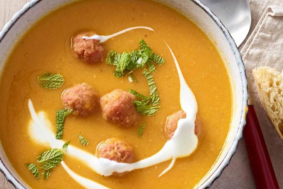 Möhren-Linsen-Suppe mit Mettbällchen Rezept