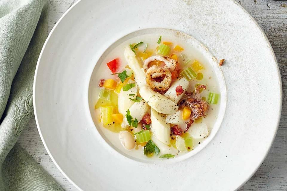 Spargel-Gemüse-Eintopf mit Räucheraal und Calamari Rezept