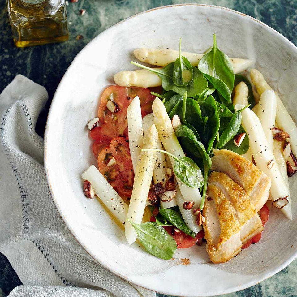 Spargel-Tomaten-Salat mit Perlhuhnbrust