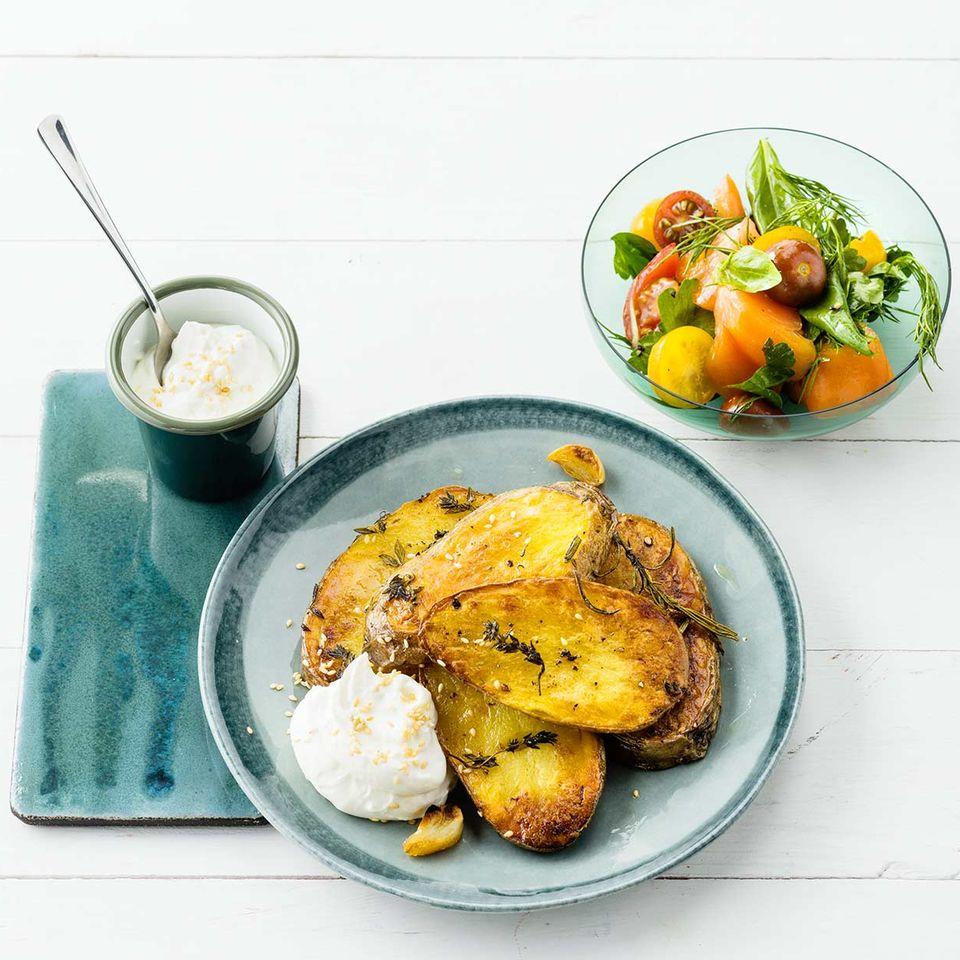 Kartoffelscheiben mit Sesamquark