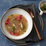 Rhabarber-Sellerie-Suppe mit Lebernocken