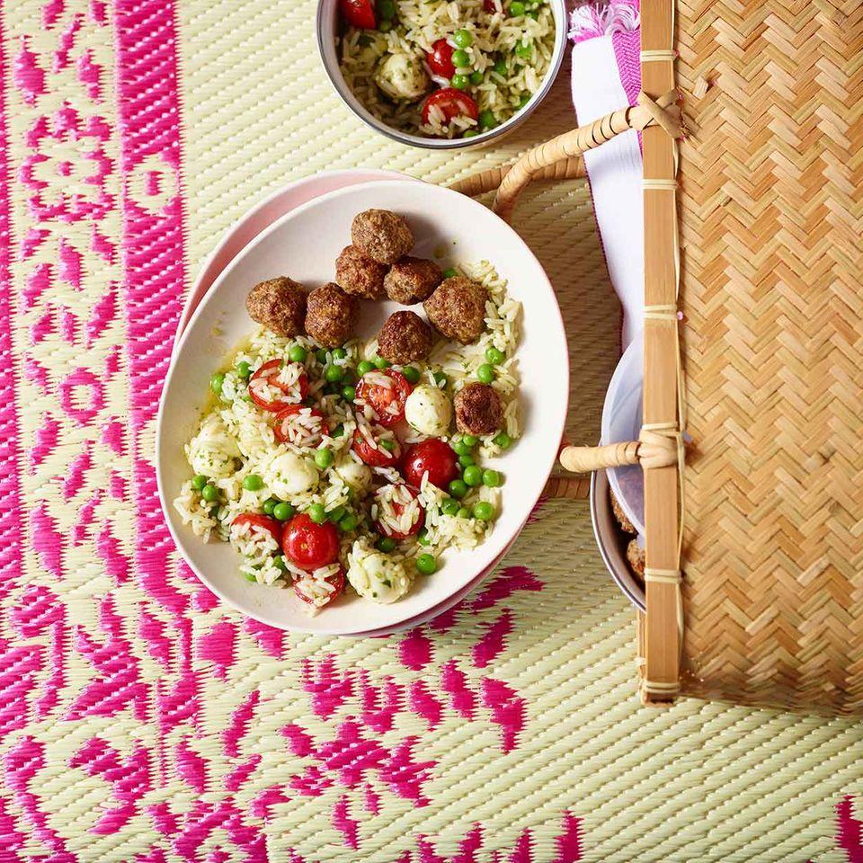 Mini-Hackbällchen mit Reissalat Caprese