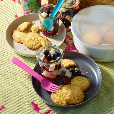 Polenta-Kekse mit Obstsalat