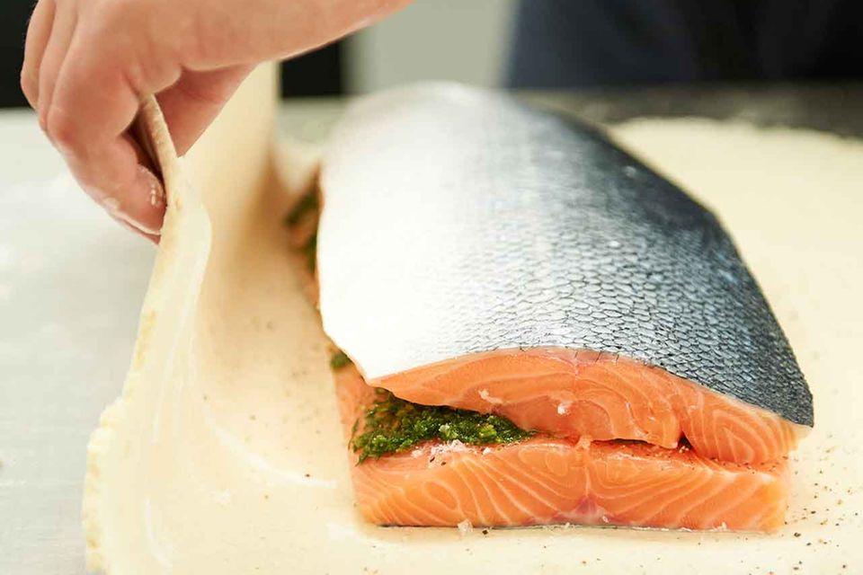 Salzteig über Fisch klappen