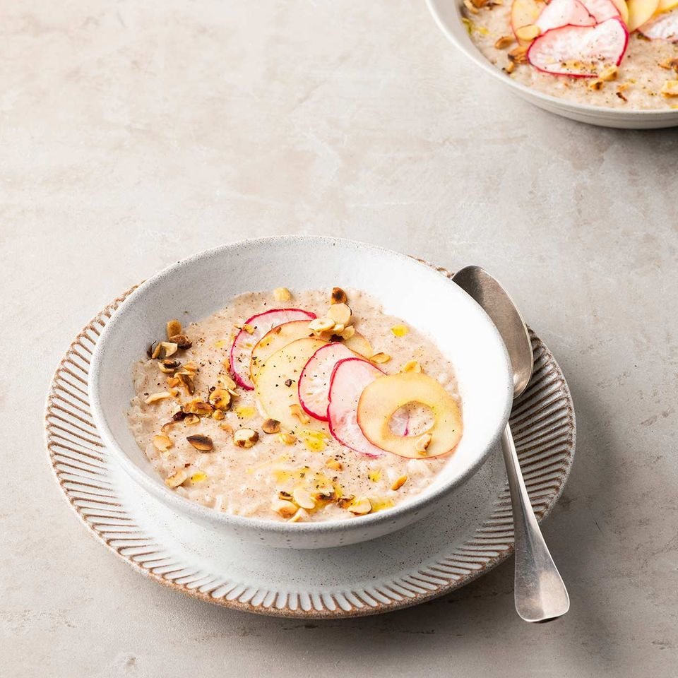 Haselnuss-Risotto mit Rettich-Apfel-Topping