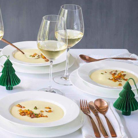 Selleriesuppe mit Kürbis-Speck-Würfeln