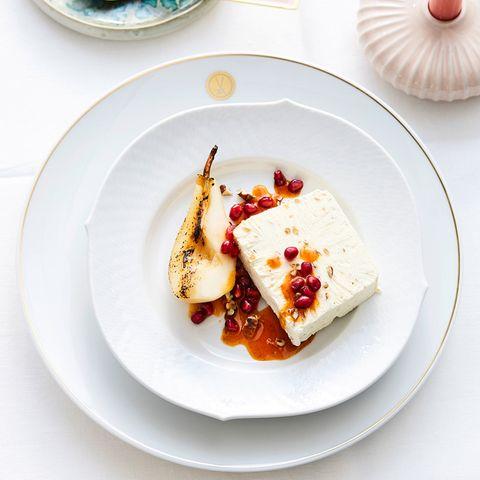 Joghurt-Walnuss-Parfait mit Birne und Granatapfel