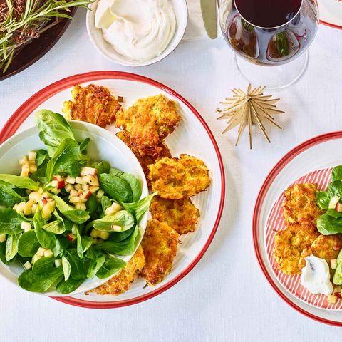 Kartoffel-Lauch-Puffer mit Feldsalat