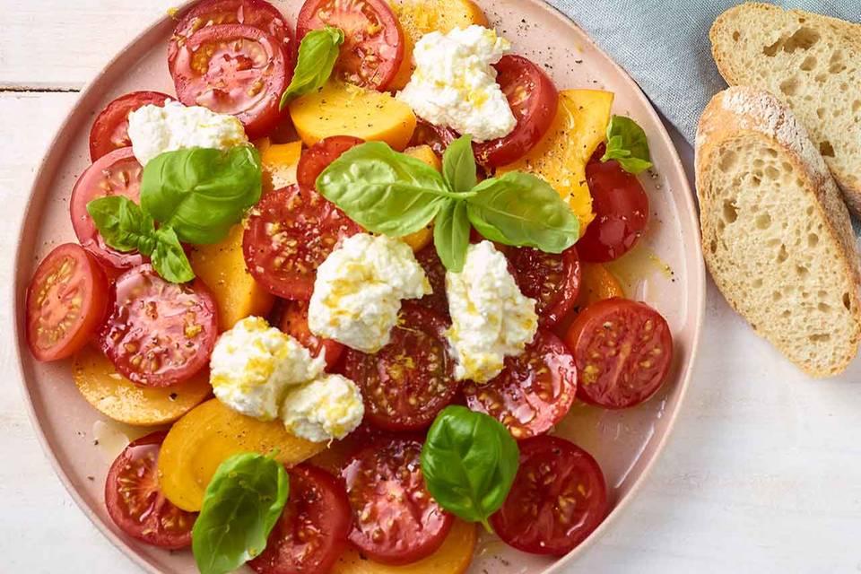 Tomaten-Pfirsich-Salat mit Ricotta Rezept