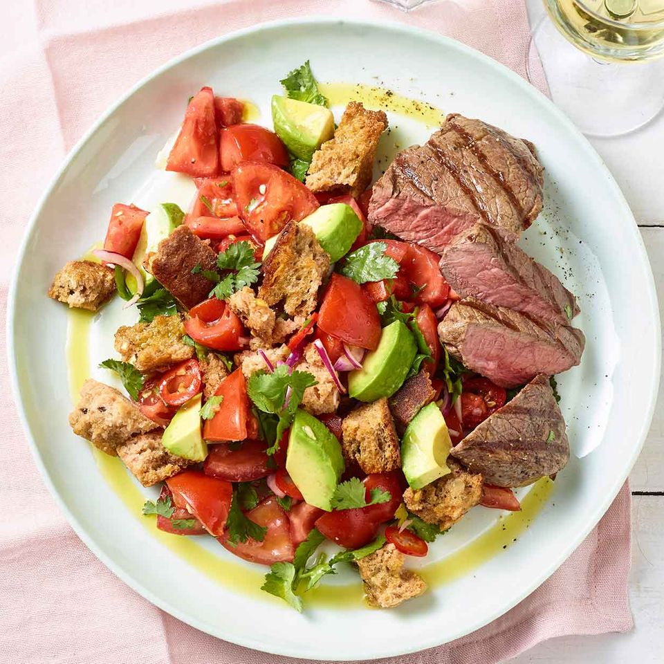 Tomaten-Brot-Salat mit Steak