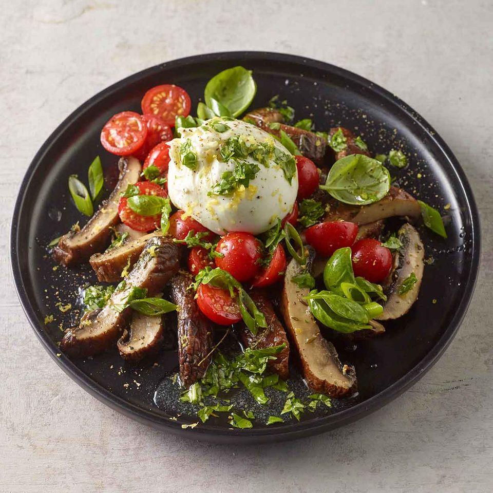 Riesenchampignons mit Tomate und Burrata
