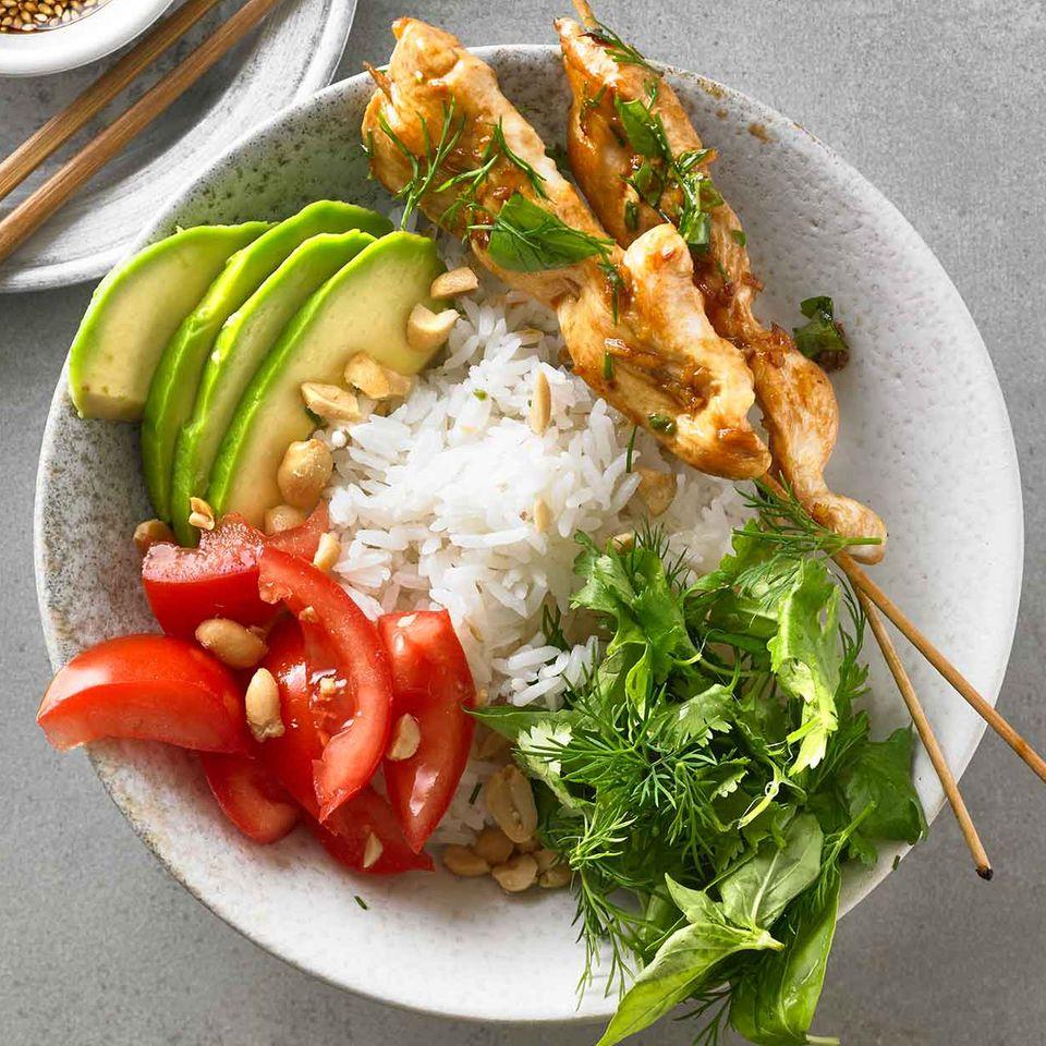 Asia-Bowl mit Kräutersalat