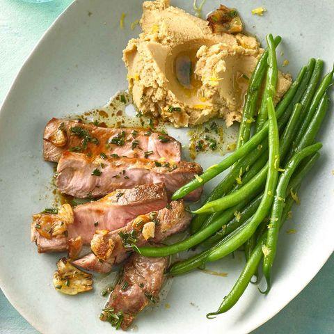 Rosmarin-Steak mit Hummus