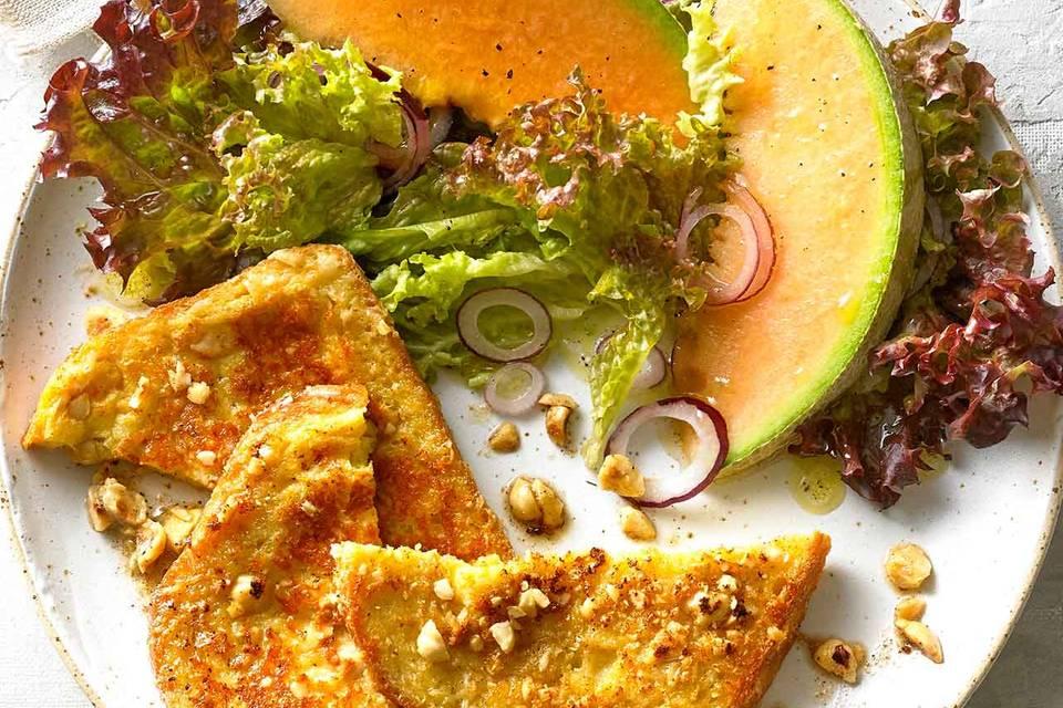Pikante Arme Ritter mit Salat Rezept
