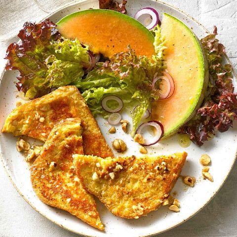 Pikante Arme Ritter mit Salat